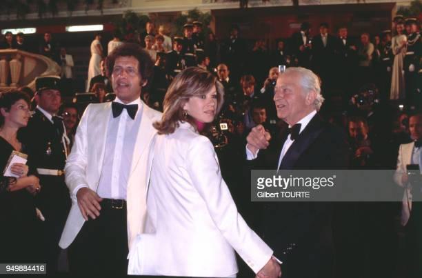 Le chanteur Joe Dassin accompagné de son épouse Christine et de son père Jules au Festival de Cannes en mai 1979 France
