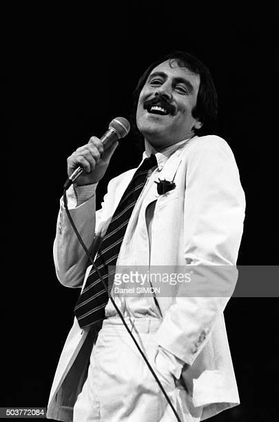 Le chanteur Michel Delpech lors d'un concert le 2 décembre 1977 à Paris France