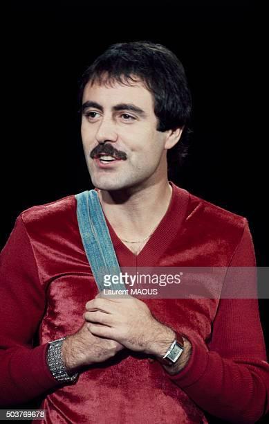 Le chanteur Michel Delpech lors d'un gala le 21 décembre 1977 à Paris France