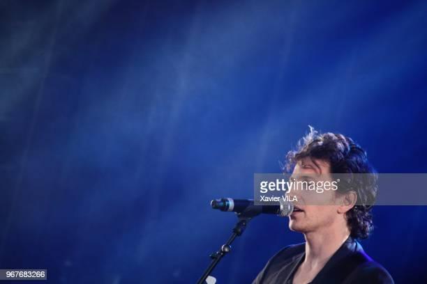 Le chanteur Raphael apporte son soutien a la candidature d'Annecy pour les Jeux Olympiques d'Hiver de 2018 en se produisant lors d'un concert le 23...