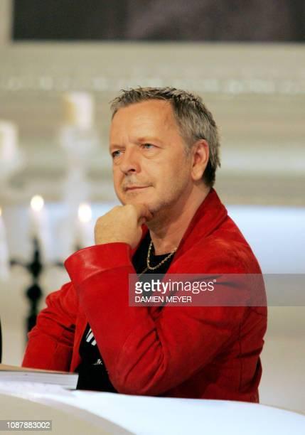 Le chanteur Renaud est photographié sur le plateau de l'émission Esprits Libres le 28 novembre 2006 à Boulogne avant l'enregistrement
