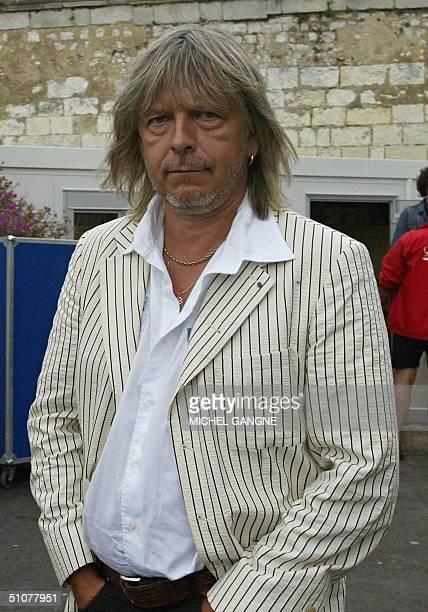 le chanteur Renaud pose le 17 juillet 2004 a La Rochelle a l'issue d'une repetition lors de la derniere journee du festival de musique francophone...