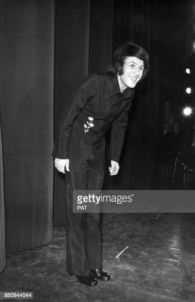 Le chanteur Salvatore Adamo en concert à l'Olympia le 2 janvier 1973 à Paris France