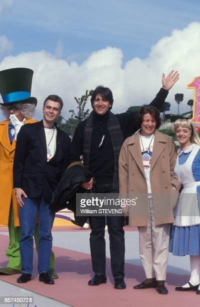 Le chanteur Yves Duteil a la celebration du premier anniversaire d'Eurodisney le 12 avril 1993 a MarneLaVallee France