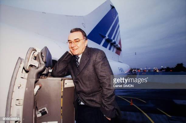 Le chef cuisinier Alain Ducasse propose un menu gastronomique sur le Concorde le 3 décembre 1999 à Paris France