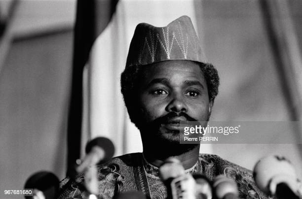 Le chef de l'Etat tchadien Hissène Habré tient une conférence de presse lors du conflit avec la Libye le 16 août 1983 à N'Djaména, Tchad.