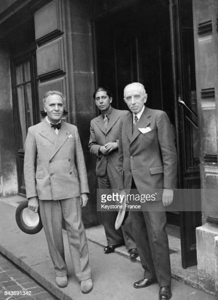 Le chef d'orchestre allemand naturalisé français et américain Bruno Walter devant l'Opéra de Paris en mai 1936 à Paris France