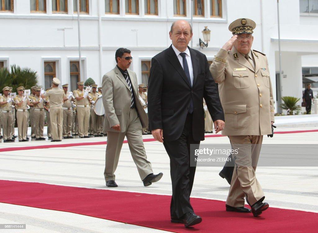 Le Ministre De La Défense Jean-Yves Le Drian A Alger : News Photo