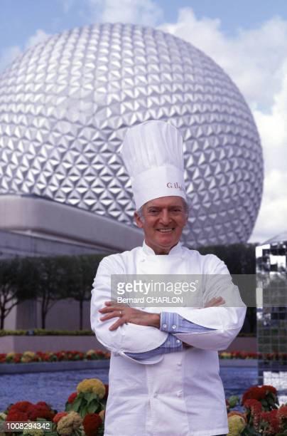 Le chef français Gaston Lenôtre au parc d'attractions 'Epcot' lors de son ouverture à Orlando, Floride le 21 octobre 1982, Etats-Unis.