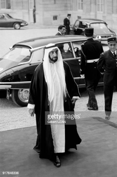 Le cheikh Zayed ben Sultan Al Nahyane arrivant au palais de l'Elysée à Paris en France le 3 juillet 1975