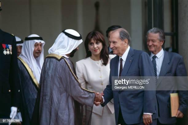 Le cheikh Zayed ben Sultan Al Nahyane et François Mitterrand au palais de l'Elysée à Paris en France le 9 septembre 1991
