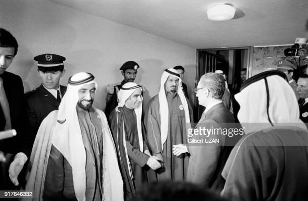 Le cheikh Zayed ben Sultan Al Nahyane et le chah d'Iran Mohammad Reza Pahlavi à la clôture du sommet de l'OPEP au palais des nations à Alger en...