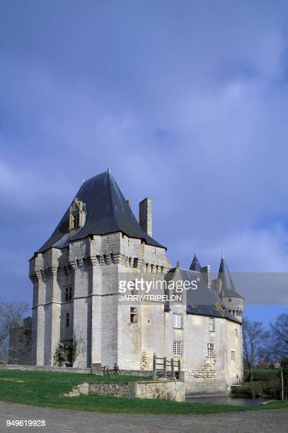 Le château de Cherveux dans les DeuxSèvres France