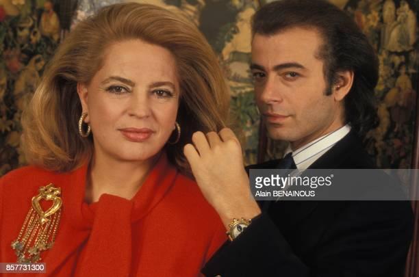 Le coiffeur Alexandre Zouari avec Ira de Furstenberg en janvier 1994 a Paris France