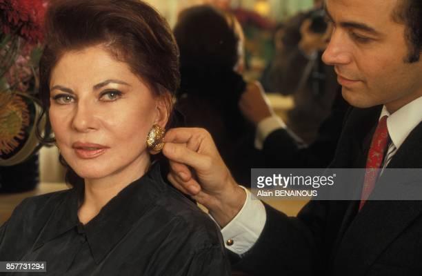 Le coiffeur Alexandre Zouari et Soraya en janvier 1994 a Paris France