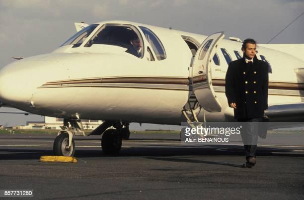 Le coiffeur Alexandre Zouari revient de l'etranger ou il a de nombreuses clientes en janvier 1994 a Paris France