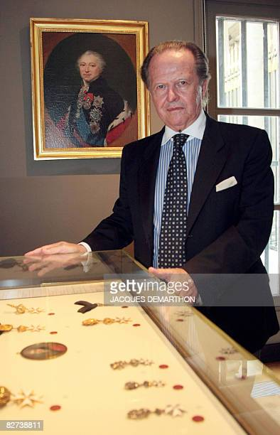 Le collectionneur Italien Antonio Benedetto Spada pose le 9 septembre 2008 dans la salle de Malte du muse de la lgion d'honneur et des ordres de...