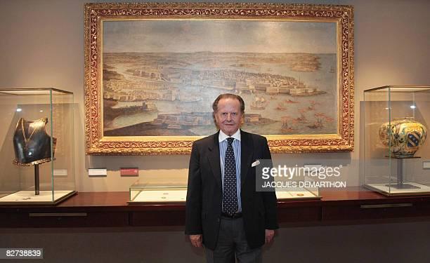 Le collectionneur Italien Antonio Benedetto Spada pose le 9 septembre 2008 devant un tableau du port de La Valette dans la salle de Malte du muse de...