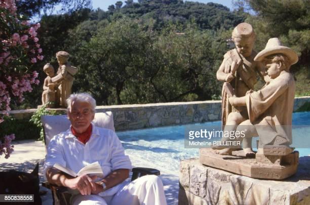 Le comédien français Jean Marais dans sa propriété en août 1985 à Vallauris France
