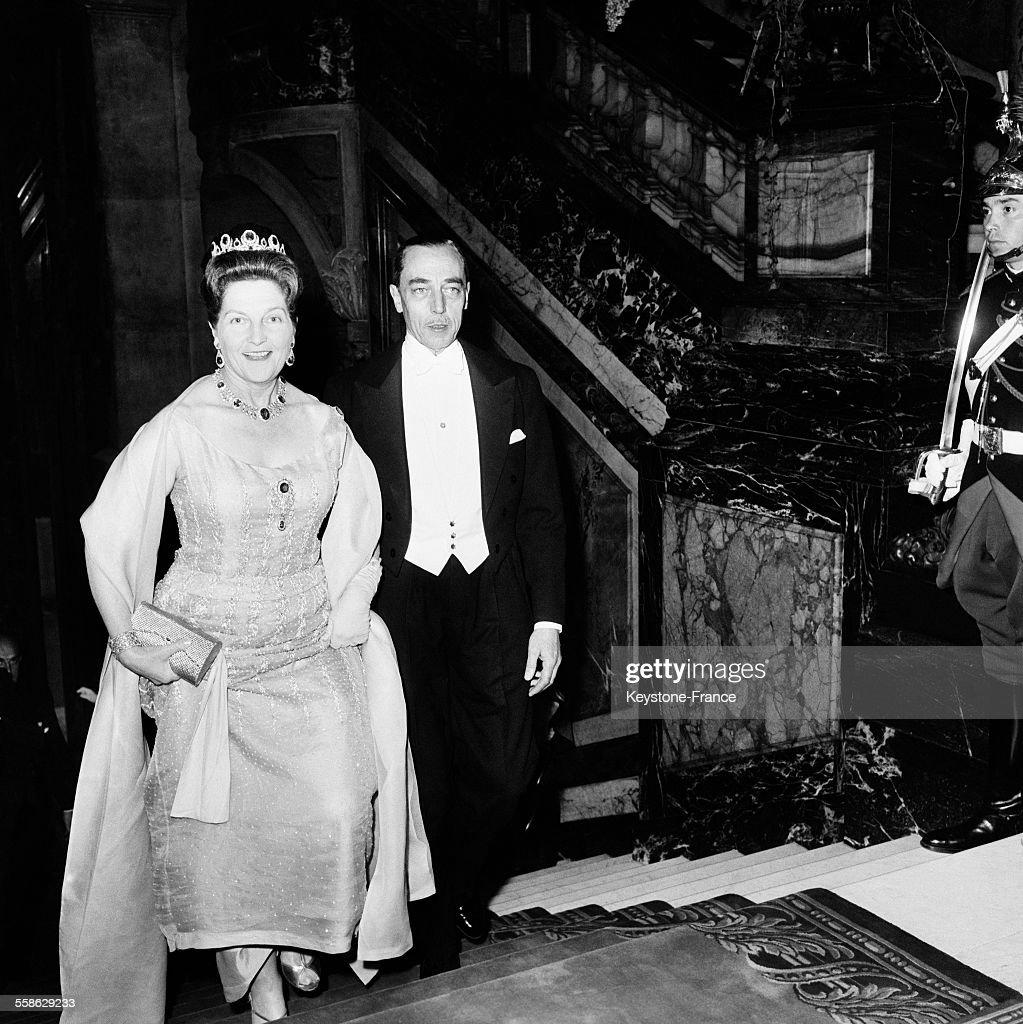 Le Comte Et La Comtesse De Paris Arrivent Au Bal De La Chambre De Commerce Britannique : News Photo