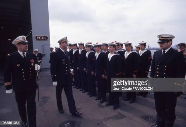 Le contreamiral Philippe de Gaulle à bord du Poincaré lors de sa prise de fonctions le 25 mai 1973 à Brest France