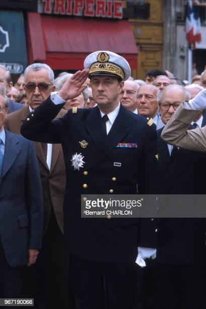 Le contreamiral Philippe de Gaulle en uniforme militaire lors d'une cérémonie le 25 juin 1982 en France