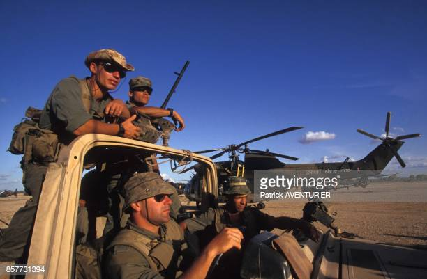 Le COS Commandement des operations speciales se prepare a partir en mission pres de l'Ethiopie lors de l'operation 'Restore Hope' en decembre 1992 en...