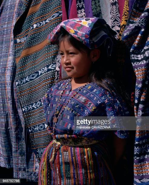 Le costume traditionnel des indiennes mayas du Guatemala est constitu d'un huipil d'une jupe d'une ceinture d'un ruban pour attacher les cheveux d'un...