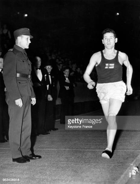 Le coureur finlandais Paavo Nurmi lors d'une course au Madison Square Garden , à New York City, Etats-unis en 1924.