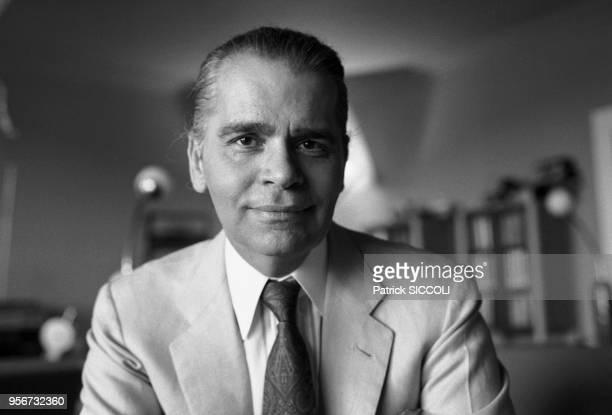 Le couturier et styliste Karl Lagerfeld dans sa résidence de Monaco en aout 1986 Monaco
