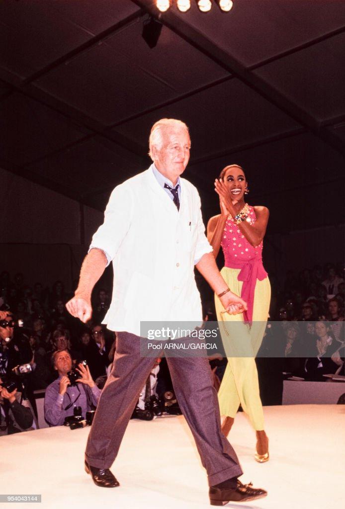 Défilé Givenchy, Prêt-à-Porter, Printemps-été 1992 : News Photo