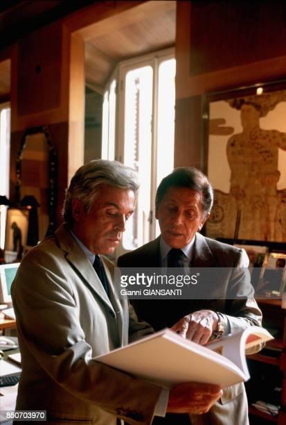 Le couturier italien Valentino Garavani avec Giancarlo Giammetti à Rome le 29 septembre 2000 Italie