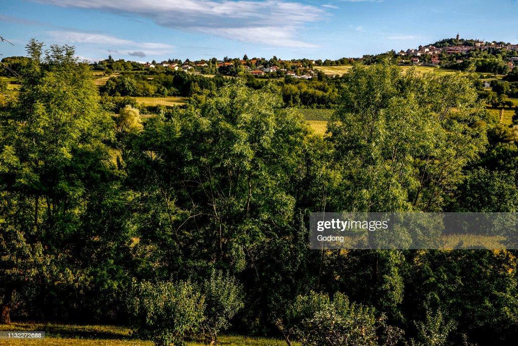 pas mal 091f0 da6c3 Le Crest village seen from La Roche Blanche, Auvergne ...