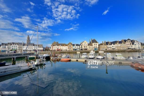 le croisic, the port along the quays. - loire atlantique photos et images de collection