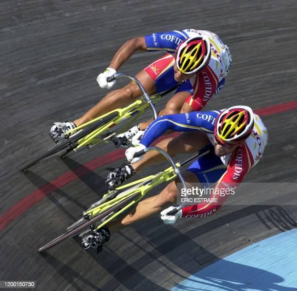 Le cycliste de l'équipe Cofidis Laurent Gané est à la lutte avec son coéquipier Mickaël Bourgain, le 10 juillet 2003 au vélodrome de...