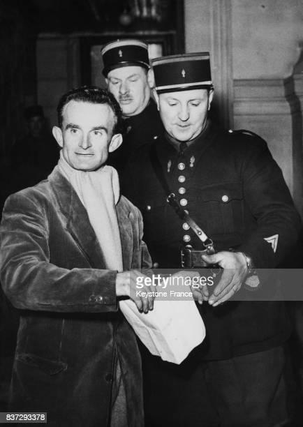 Le cycliste français Jean Robic au Palais de Justice est renvoyé en correctionnelle lors d'une affaire juridique dans laquelle il est accusé d'avoir...