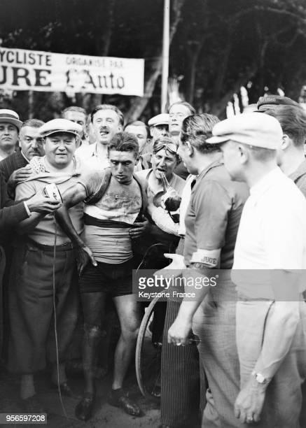 Le cycliste français René Vietto après sa victoire de la 6e étape à AixlesBains France en juillet 1935