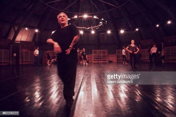 Le danseur et chorégraphe Patrice Bart lors de répétition à l'Opéra Garnier à Paris en 1995 France