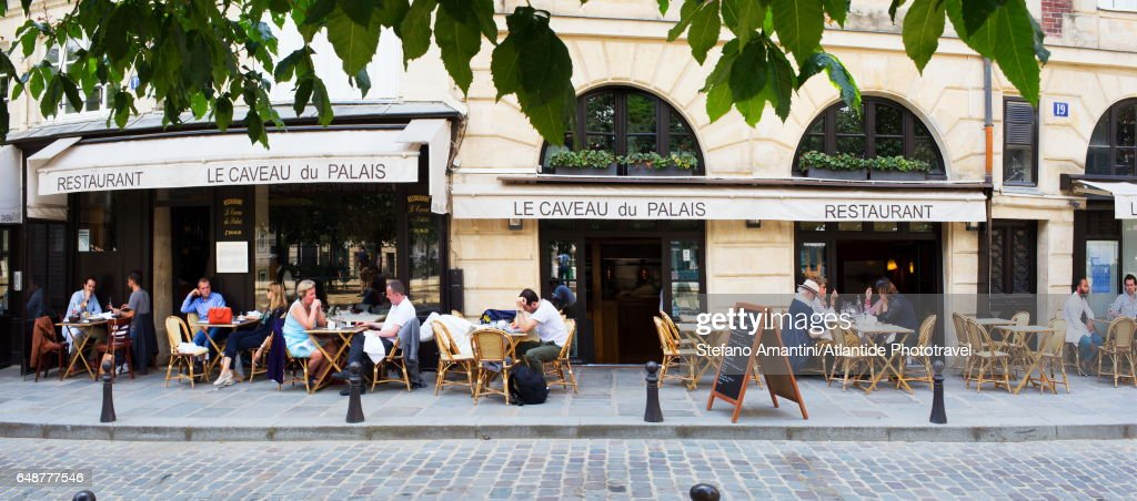 Île de la Cité, a café : Stock Photo