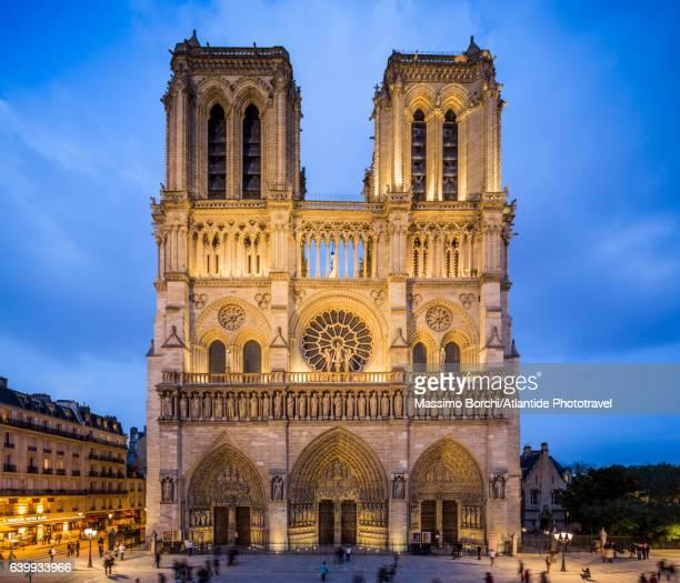 Île de la Cité, the façade the Cathédrale (Cathedral) Métropolitaine Notre-Dame de Paris
