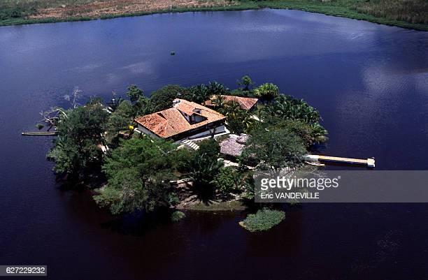 L'île de la Fantasia propriété appartenant au narcotrafiquant Gonzalo Rodriguez Gacha surnommé 'Le Mexicain' l'un des chefs du cartel de Medellin...