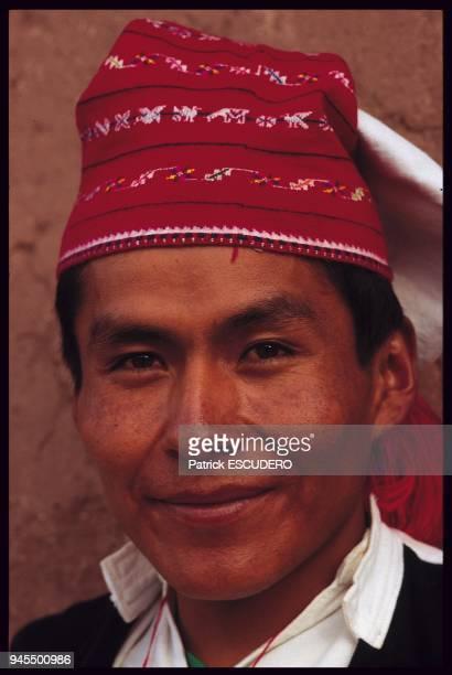 L'le de Taquile sur le lac Titicaca est une enclave d'Indiens Quechua dans une zone de culture Aymara Les Indiens Taquile portent un vtement...