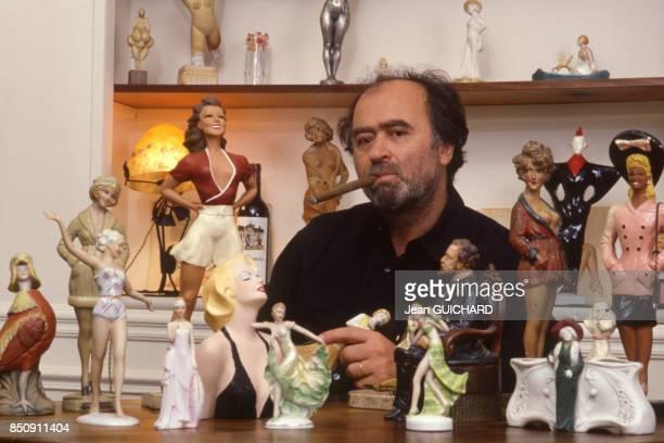 Le dessinateur de presse Georges Wolinski chez lui à Paris le 15 octobre 1987 France