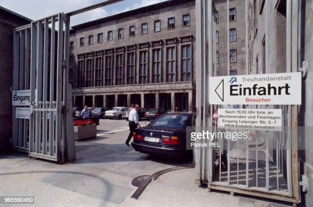 Le Detlev-Rohwedder-Haus, batiment de la Treuhandanstalt, l'agence chargée de la privatisation des biens de la République démocratique allemande...
