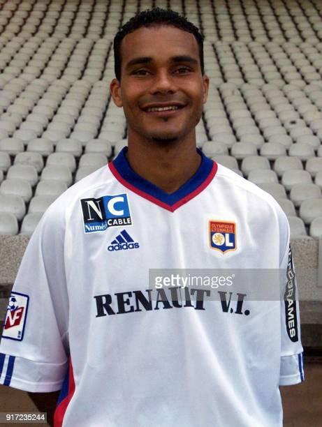 Le défenseur JeanMarc Chanelet pose pour la photo officielle de l'équipe de l'Olympique Lyonnais qui disputera le championnat de France de football...