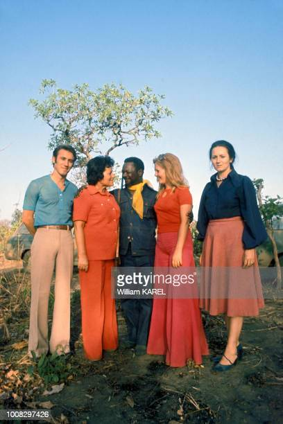 Le dictateur JeanBedel Bokassa avec sa 18e épouse Zara Victorine circa 1970 en République centrafricaine