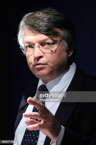 le directeur des ressources humaines de la SNCF François Nogué tient une conférence de presse le 21 avril 2010 à Paris à l'issue de discussions...