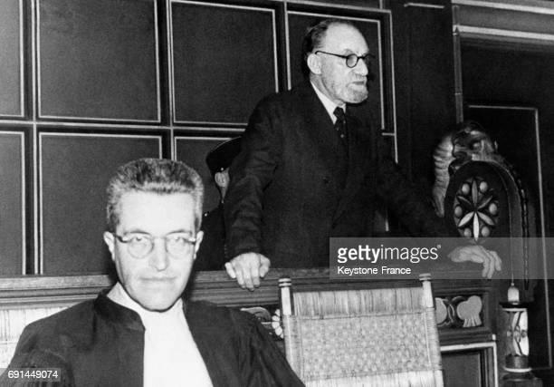 Le docteur alsacien Pierre Peter SchrumpfPierron fasciste et espion sur le banc des accusés au tribunal circa 1940 à Mulhouse France