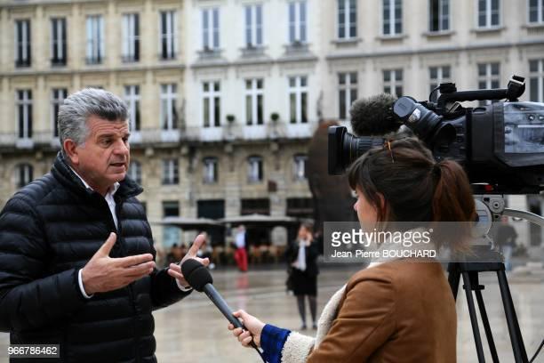 Le docteur JeanPierre Bouchard psychologue et criminologue analyse pour la télévision les attentats terroristes du 13 novembre 2015 à Paris et la...