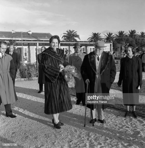 Le départ du prince Aga Khan III et de son épouse Yvette Labrousse pour l'Inde, le 11 décembre 1950, à Nice, dans les Alpes-Maritimes, France.